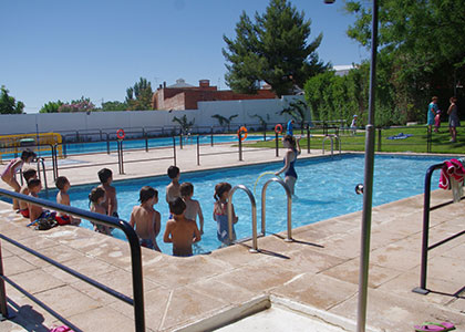 http://miguelesteban.es/images/Noticias/septiembre14/balance-piscina-cursos-natacion.jpg