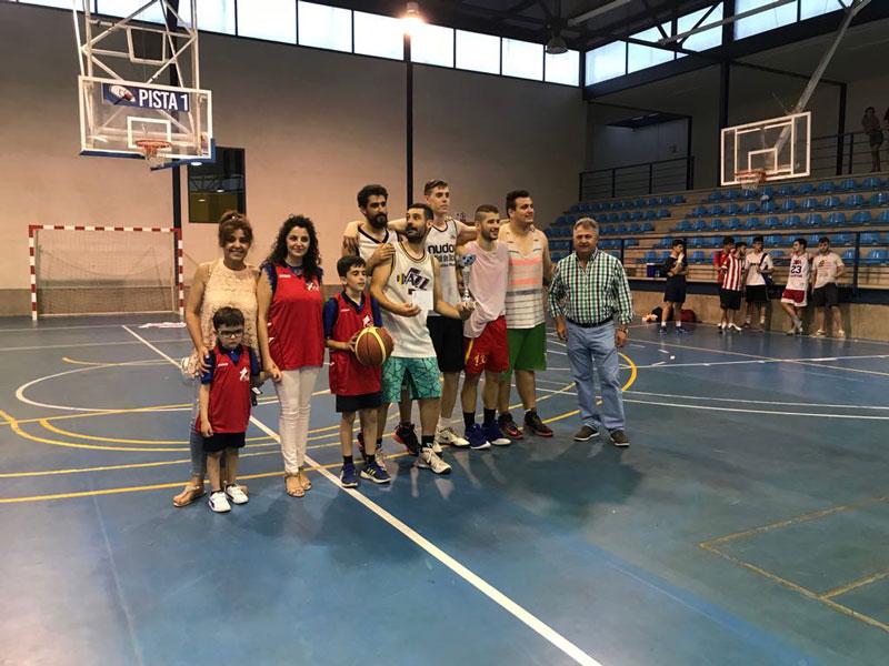 torneo-3x3-baloncesto-autoridades-familiares-Tomas-Ochoa-y-jugadores