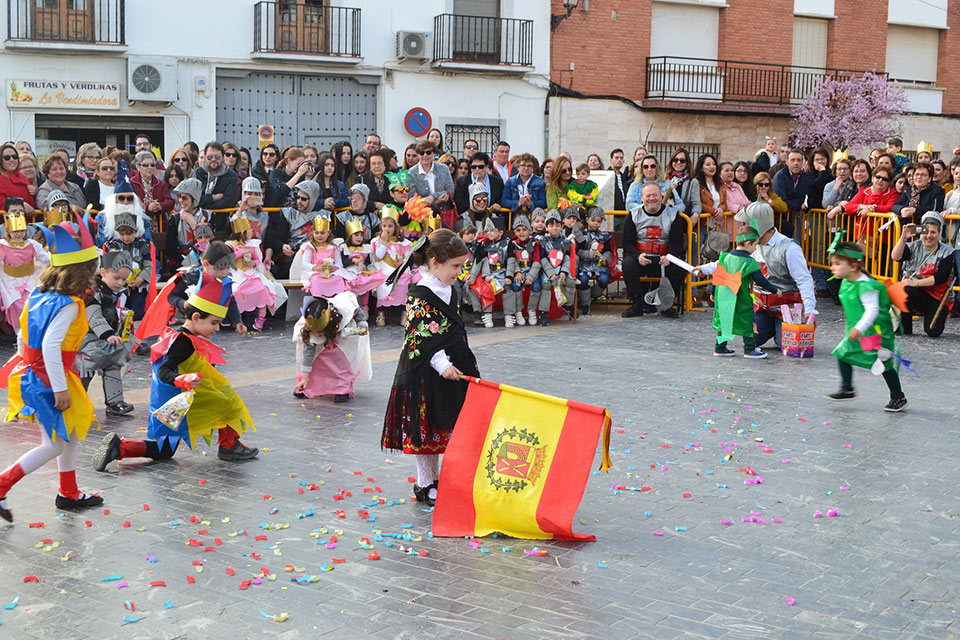 desfile-infantil-capitanana-dando-a-la-bandera