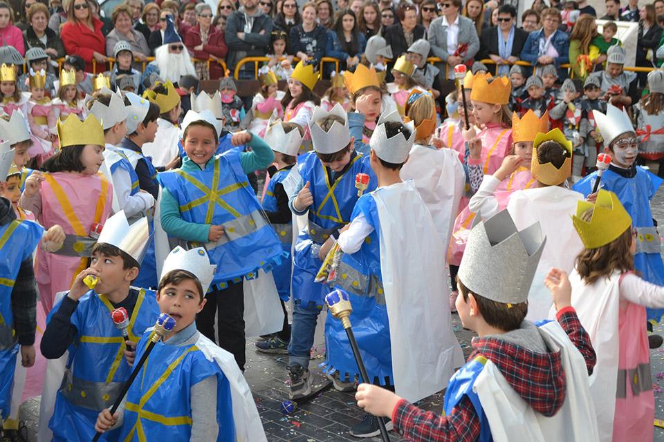 desfile-infantil-ninos-colegio-bailando-jota