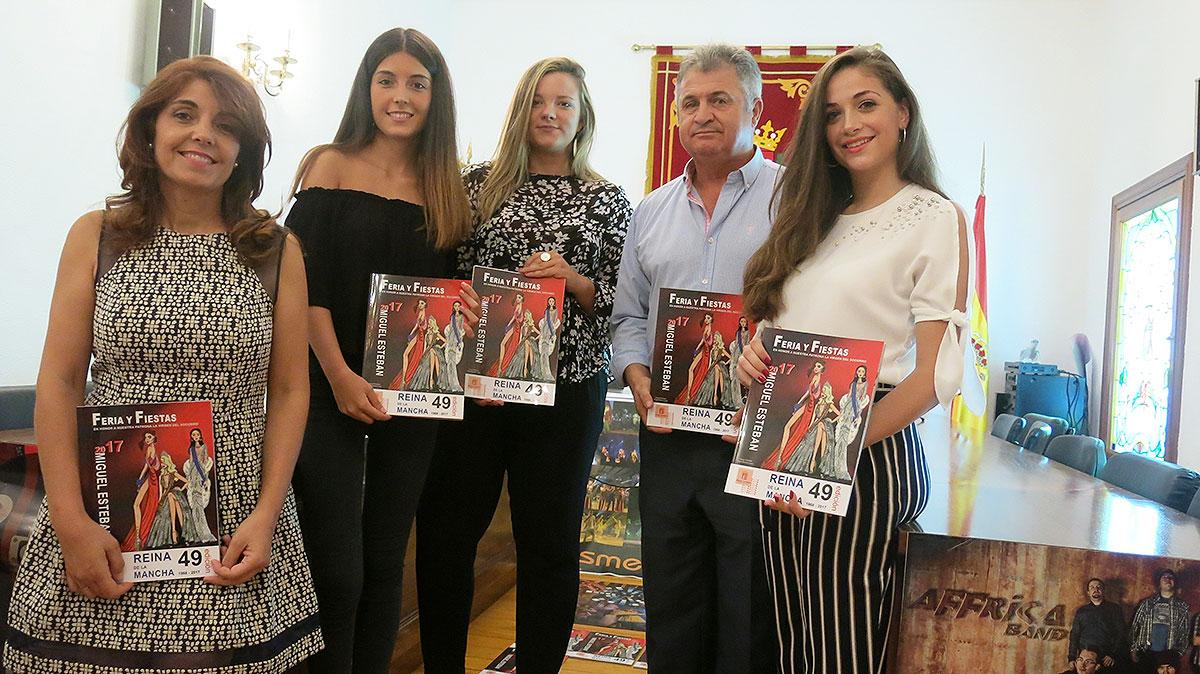 Alcalde-concejala-de-Festejos-Reina-y-Damas