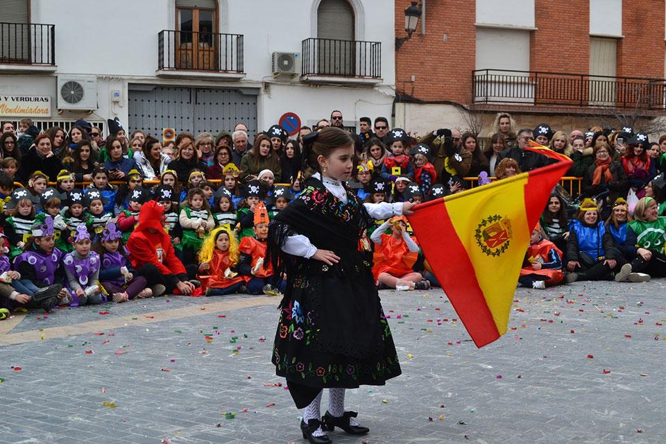 desfile-infantil-capitana-infantil-con-bandera