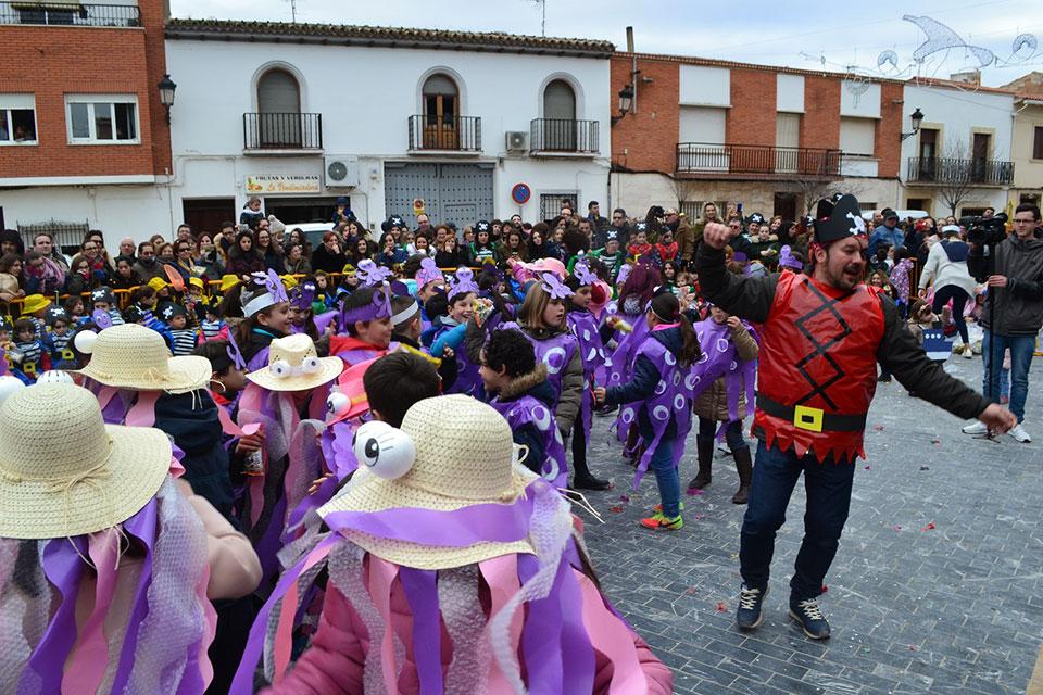 desfile-infantil-ninos-bailando-jota-pujada