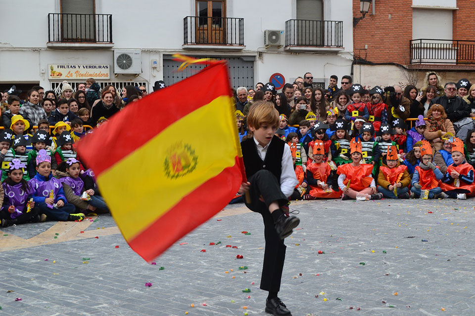 desfile-infantilcapitan-infantil-con-bandera