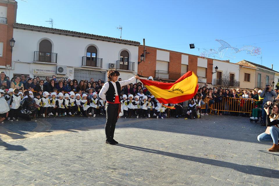 Desfile-infantil-capitan-2-con-bandera