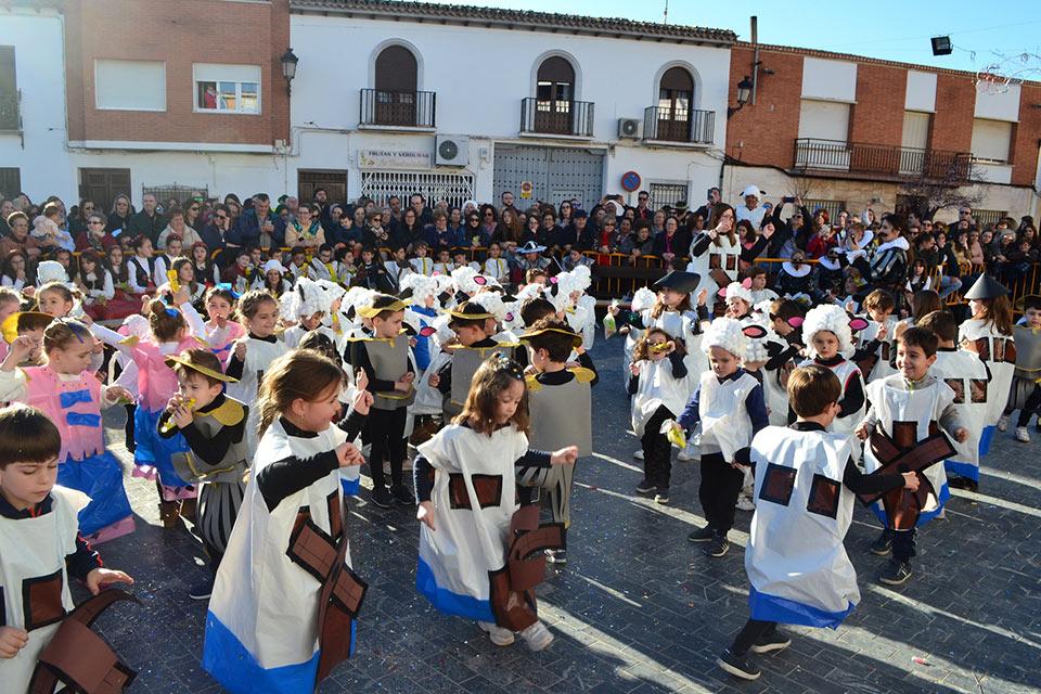 Desfile-infantil-corro-infantil-bailando-todos