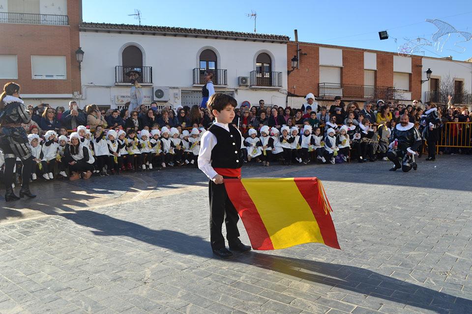 Desfile-infantilcapitan-con-bandera