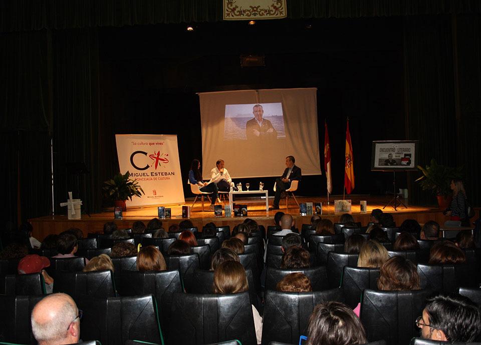 Dia-biblioteca-encuentro-literario-Lorenzo-Silva-3