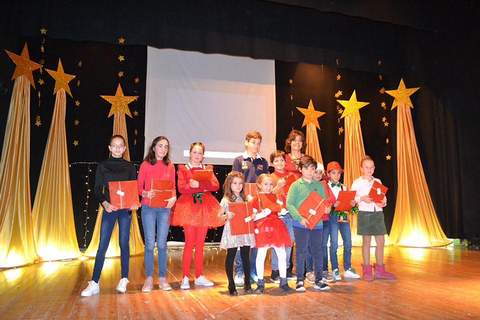 festival-colegio-Premiados-con-concejal