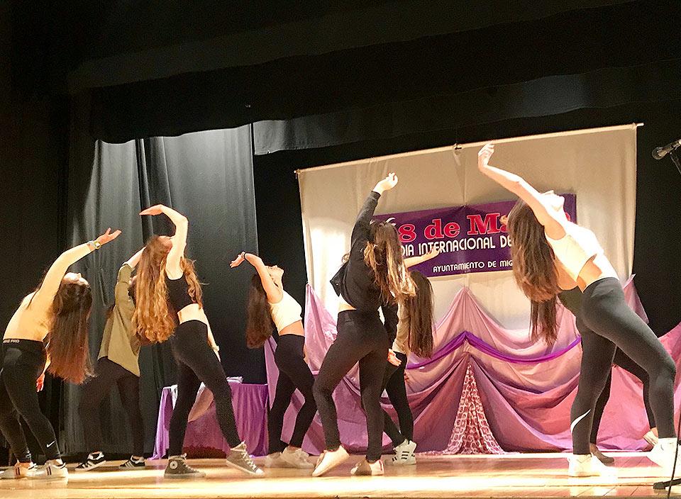 Galardones-por-la-Igualad-baile-alumnas-ies