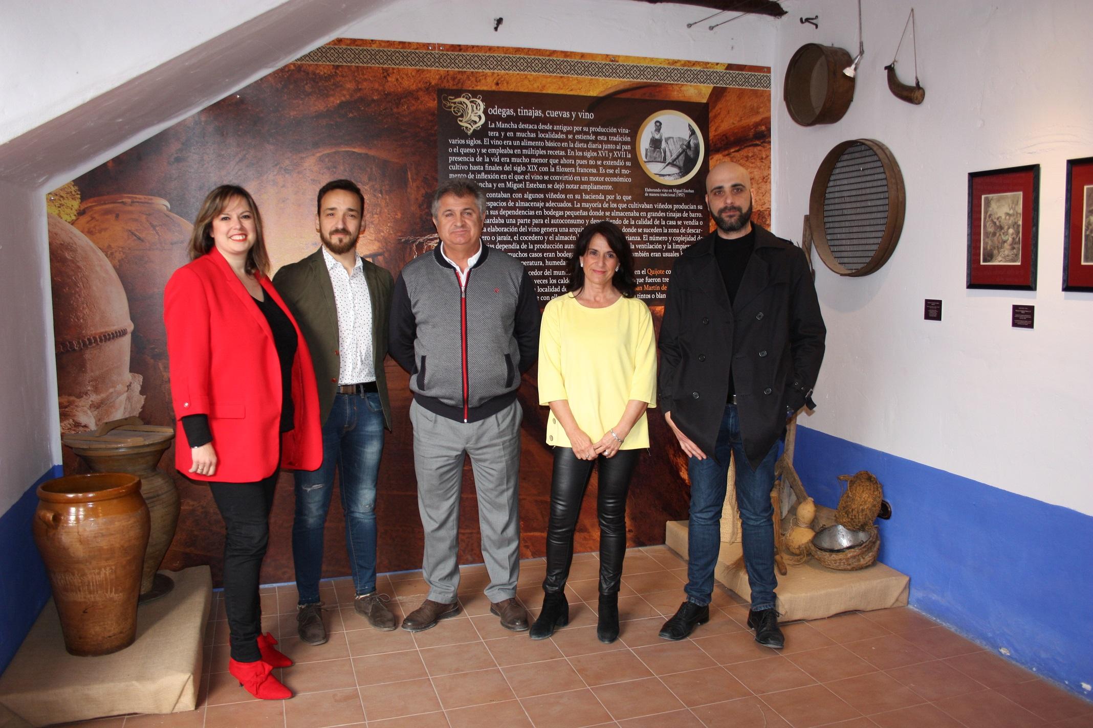 presentacion_jornadas_cervantinas_alcalde_concejal_comisarios_exposicion_y_director_video