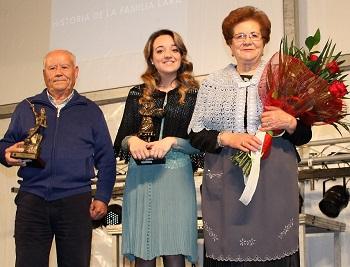 web_buena-homenaje_capitanes_capitanes_junto_a_la_esposa_y_abuela_de_ambos