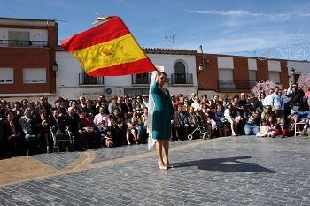 web-jota_pujada_capitana_con_bandera