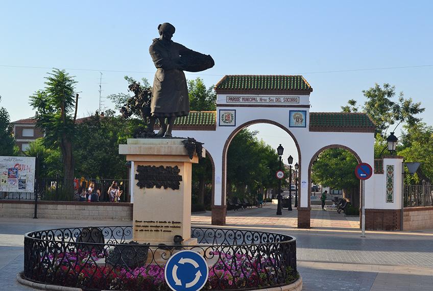 Parque-Municipal-y-Monumento-a-LA-MUJER-VENDIMIADORA