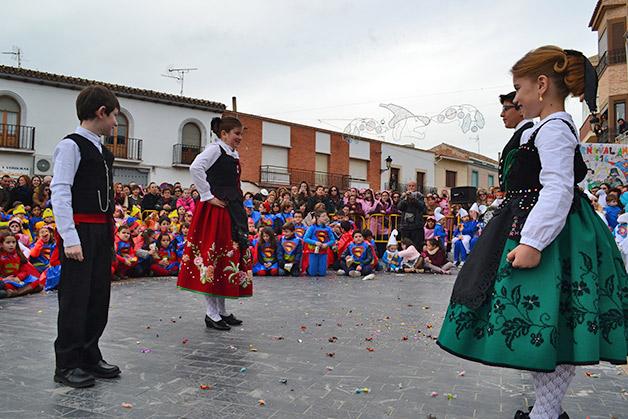 capitanes-infantiles-preparados-para-bailar-la-jota